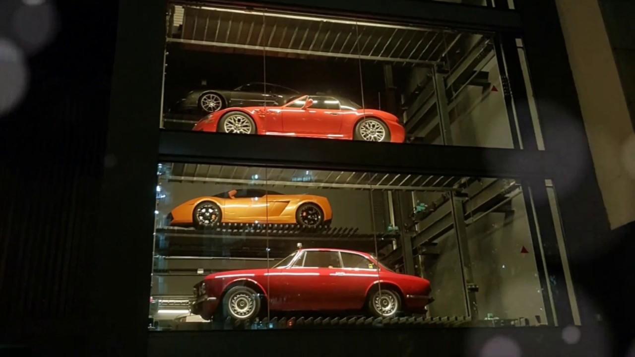 Singapore, il distributore automatico vende Ferrari e Lamborghini