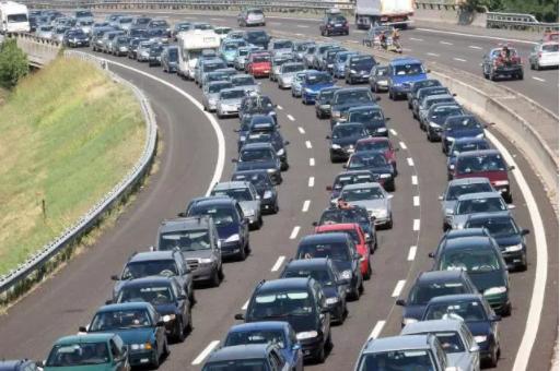 Previsioni del traffico sulle autostrade per le vacanze 2017